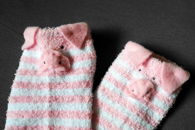 DIY ~ flauschige Schweinesöckchen
