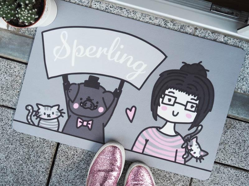 KuneCoco • saucoole Fußmatte mit Herrn Schwein, dem Mädchen und den Schnurrberts