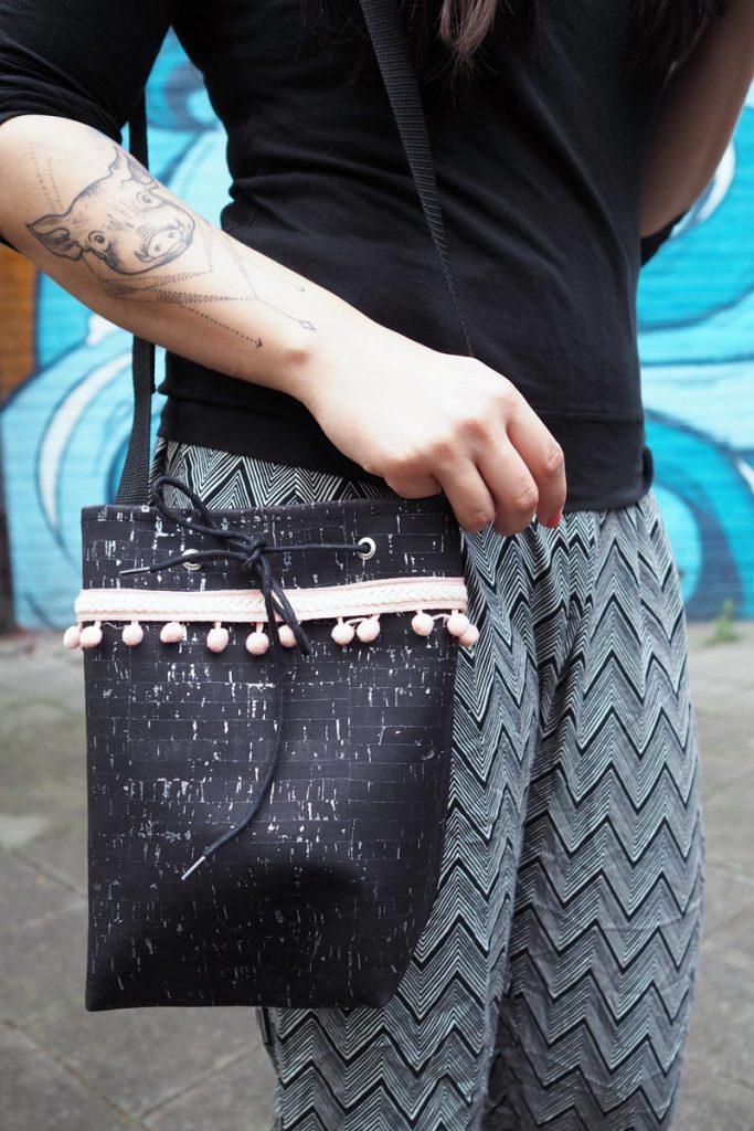 KuneCoco • #naehdirwas Juli • Kork-Tasche mit Bommelborte