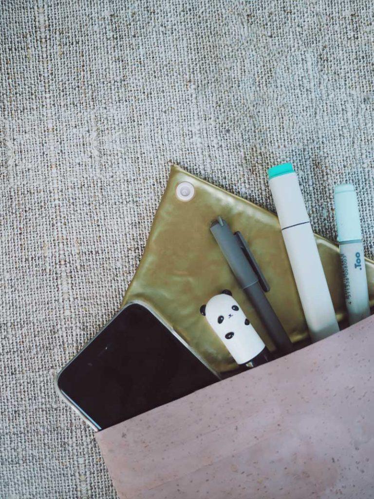 Kleine Clutch-Tasche mit Korkstoff